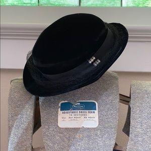 Vintage Lady's Velvet Hat w Veil & Rhinestone